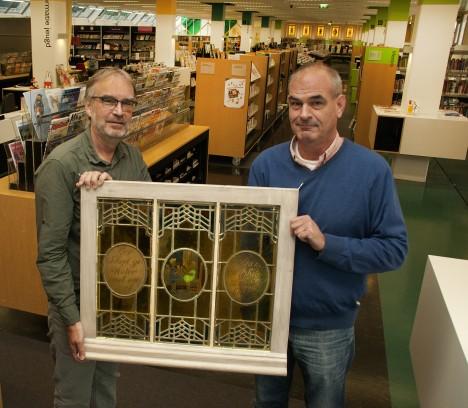 Antiek glas in lood terug in bibliotheek Bussum